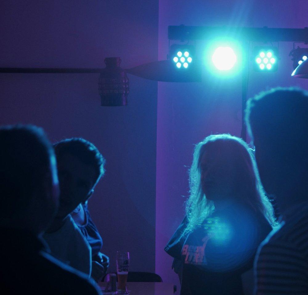 Die Party steigt - und wir mischen uns unters Volk. Ab der Begrüßung fangen wir authentische Schnappschüsse, Atmosphäre und all das was den Abend ausmacht, ein.