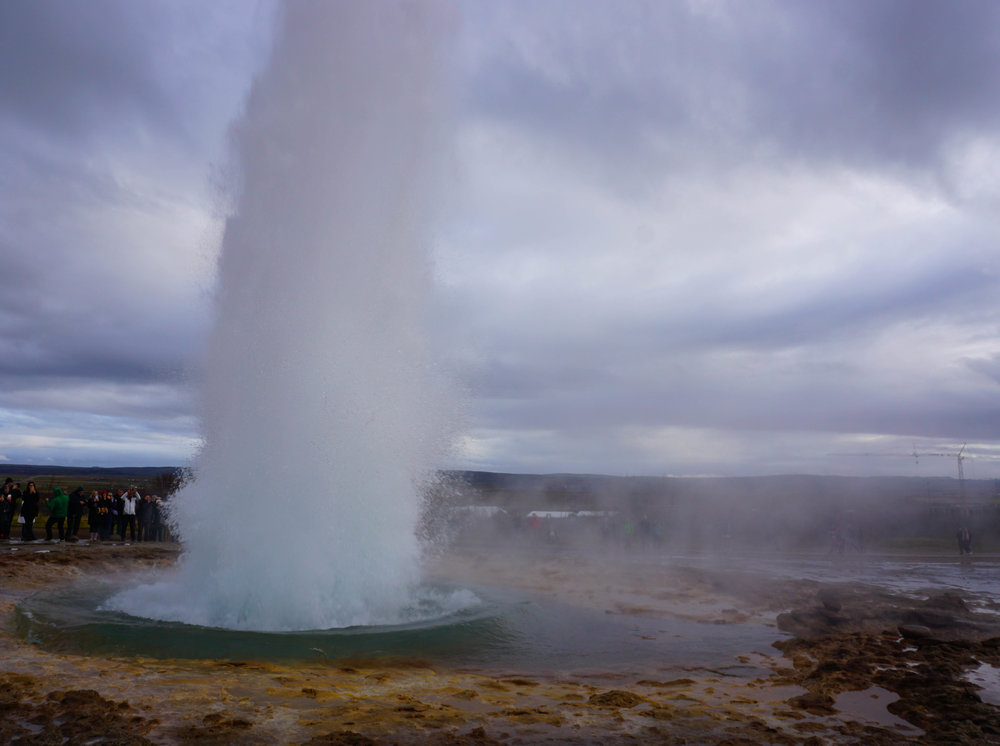 Geysir doesn't actually do this anymore, but Strokkur does! And take note - you only see a  hint  of the crowds in this picture.