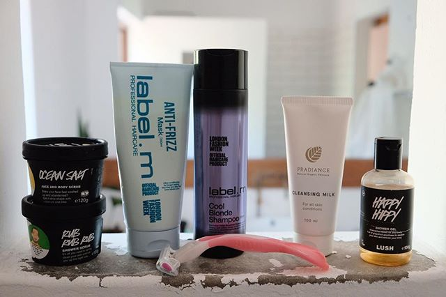 Holiday shower essentials all lined up. Managed to pack light in this department for a change 💁🏻‍♀️ #showerproducts #beautybloggers #lush #labelm