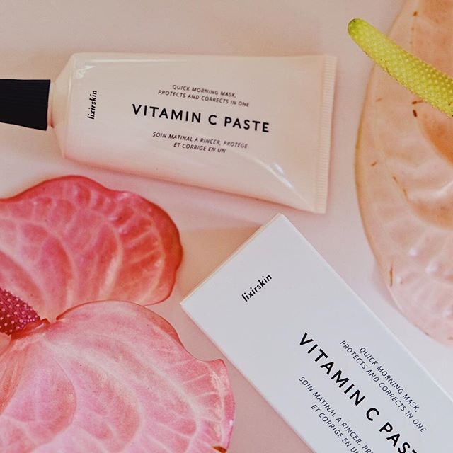Why add Vitamin C to your skincare routine? 🍊 🍊 🍊  This hero ingredient has maaaany benefits: -it fades dark spots and brightens the skin -helps with collagen production - is a powerful antioxidant that boosts your sunscreen's protection  That being said: always use with a good sun protector ☀️ ☀️ ☀️ I'm particularly fond of this Quick Morning Mask from @lixirskin 🙌🏼 Makes my skin feel super smooth and firm - I've been using it every morning for a week and LOVE the look of my skin.  Any questions about this product?  #beautybloggers #capetownbeautyblogger #skincare #skincareroutine #lixirskin #vitamincserum