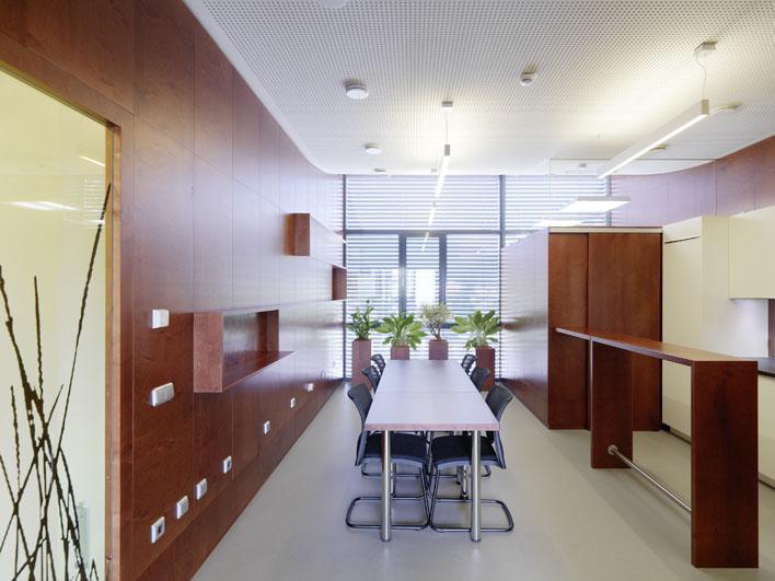KOMMERZIELL - Die Geschäftswelt ist unser Zuhause. Bauen Sie auf unsere jahrzehntelange Erfahrung in der Realisierung von Büros, Geschäftsflächen und Lokalen.