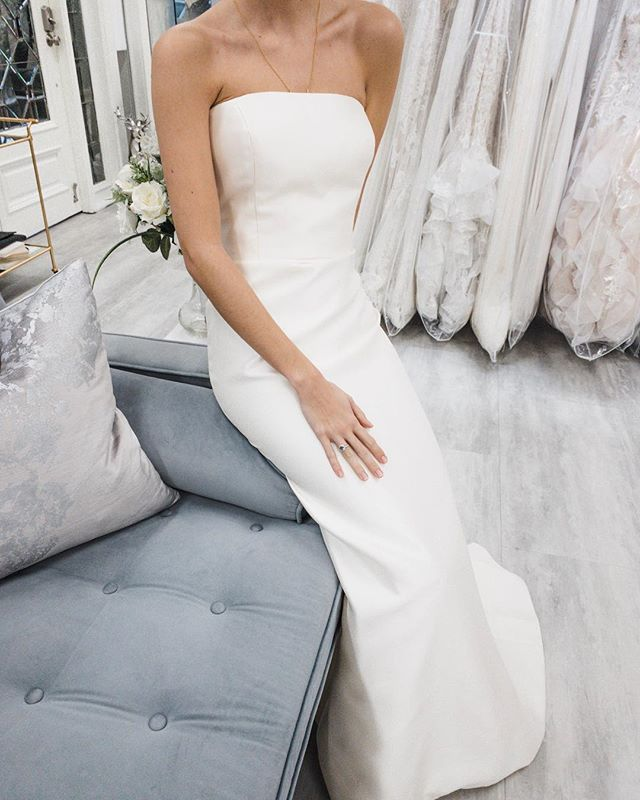 straight necklines—that's a trend we can get behind!!!! loving this @tara_keely gown and missing our model @helenhouse!