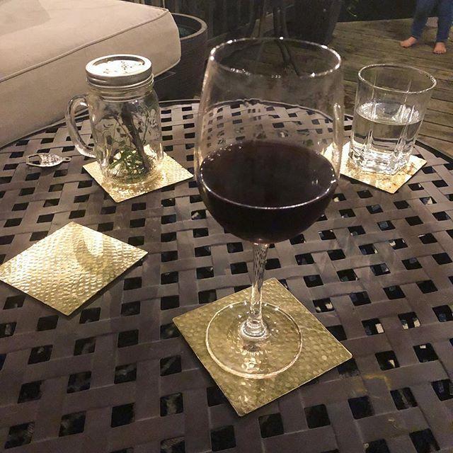 Happy Friday Night y'all 🖤 . . . . #backyardoasis #porchdecor #porchsitting #backdeck #backyard #burblife #fridaynight #kansascity #kcmom #kansascitymom #kindofcrunchykc #crunchymom #wahm #momlife #momlifebelike #overlandpark #opks #familynight #pinotnoir #winenight #plantparadox #toddlertoes