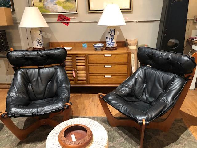 Luna sling chair