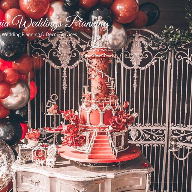Amazzzing birthday cake 📷 @iancakery . . . . #uphoria#uphoriaweddinggs #torontobirthdayparty #torontoevents #birthday#uphoria #torontowedding #trontoplanner #torontofashion #luxurylife #luxurydinner#weddingdecor#weddingplanner #luxurywedding#eventplanning #flowerarch#centerpiece #whitewedding#wedluxe #reception#chargers#floraldecor #headtable#modern#elegant#royal #beautyandthebeast