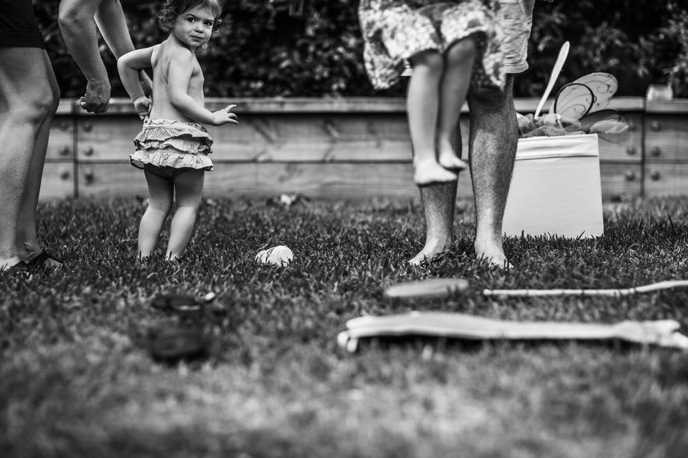 candid-of-family-playing-in-backyard (1 of 1).jpg