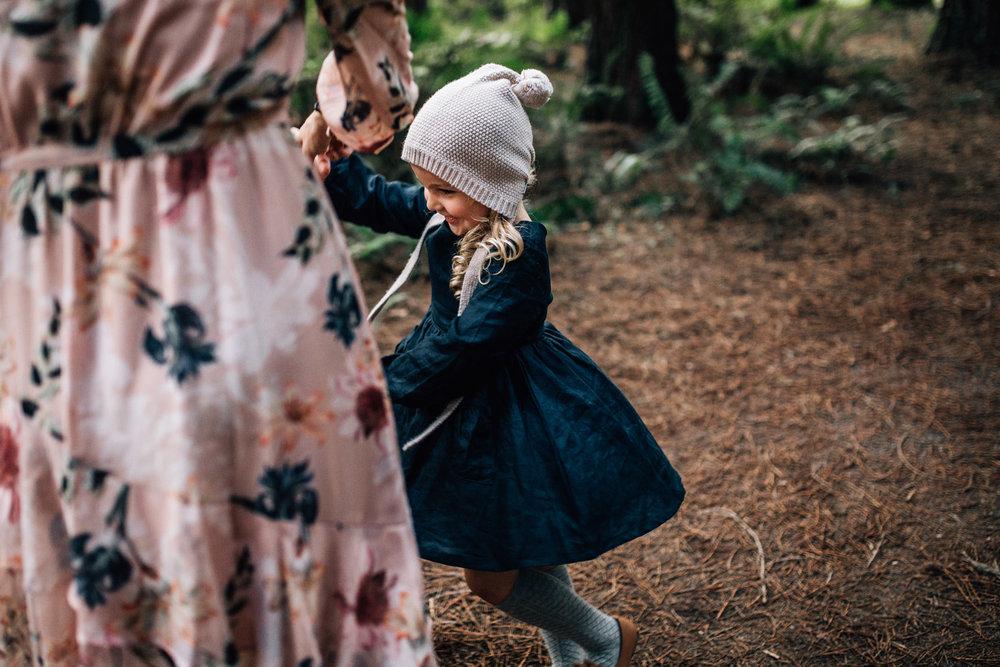 little-girl-win-cream-beanie-spinning (1 of 1).jpg