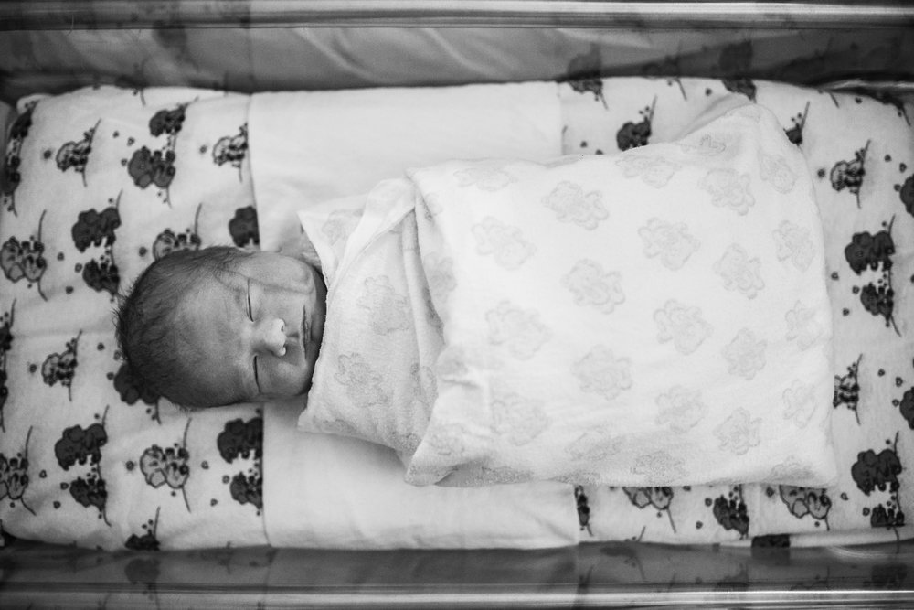 baby-sleeping-in-hospital-bassinet (1 of 1)-2.jpg
