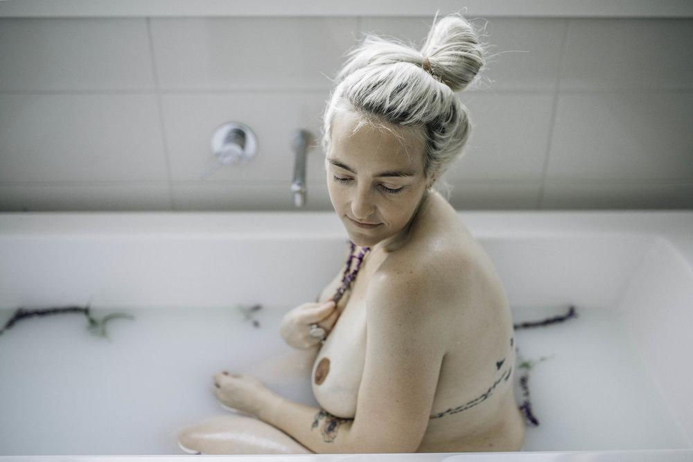pregnant-woman-sitting-elegantly.jpg