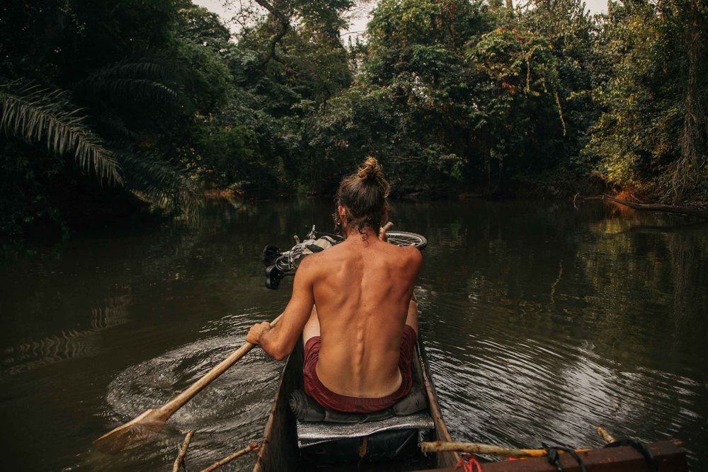 Lulua river canoe (1).jpg