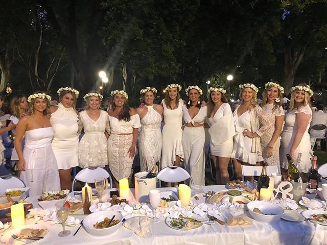 White flower crowns for these lovely ladies - aren't they beautiful 💕 #flowercrown #flowersatkirribilli #whiteonwhite #freshflowers