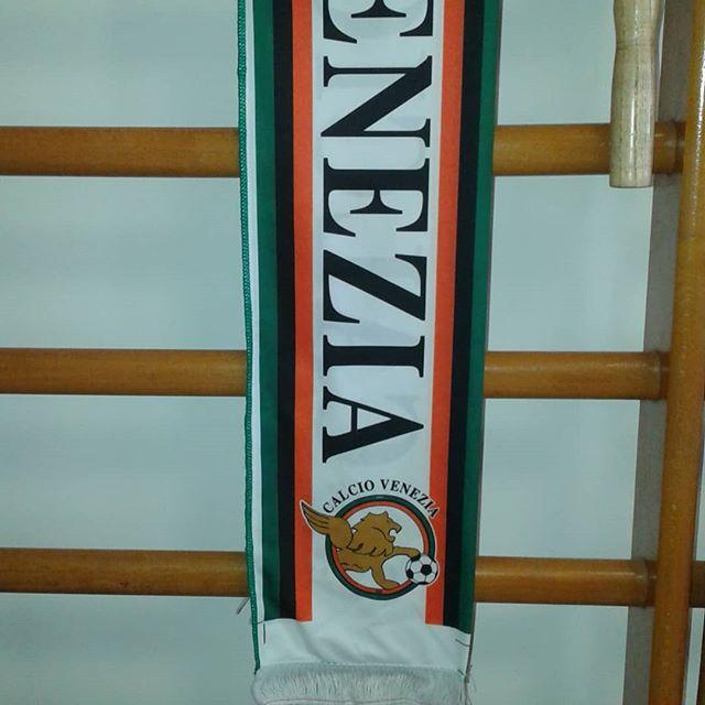 Forza #veneziacalcio , dai che battiamo il Palermo .