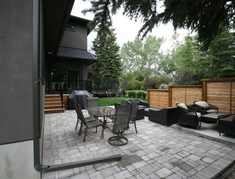 E24-outdoor-living-space-family-home-calgary-custom-home-750x570.jpg