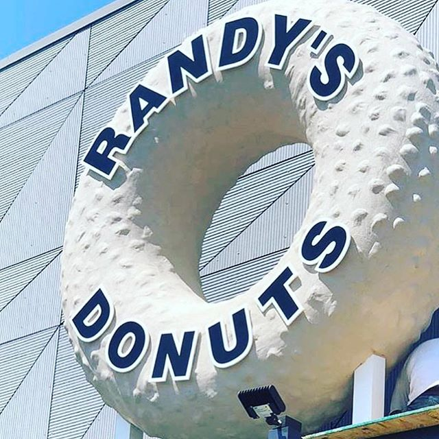 Randy's Donuts iconic landmark now in El Segundo! ⠀⠀⠀⠀⠀⠀⠀⠀⠀ 📸: @aloftelsegundo