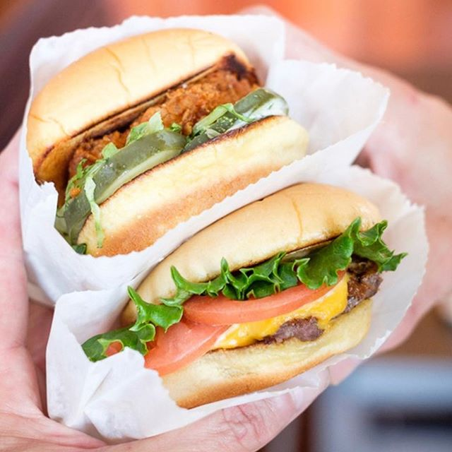 You are getting hungry. Very hungry. ⠀⠀⠀⠀⠀⠀⠀⠀⠀ 📸: @shakeshack
