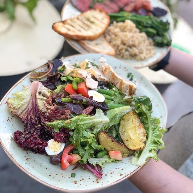 There's a salad for every occasion. Like lunch. ⠀⠀⠀⠀⠀⠀⠀⠀⠀ 📸: @tendergreens