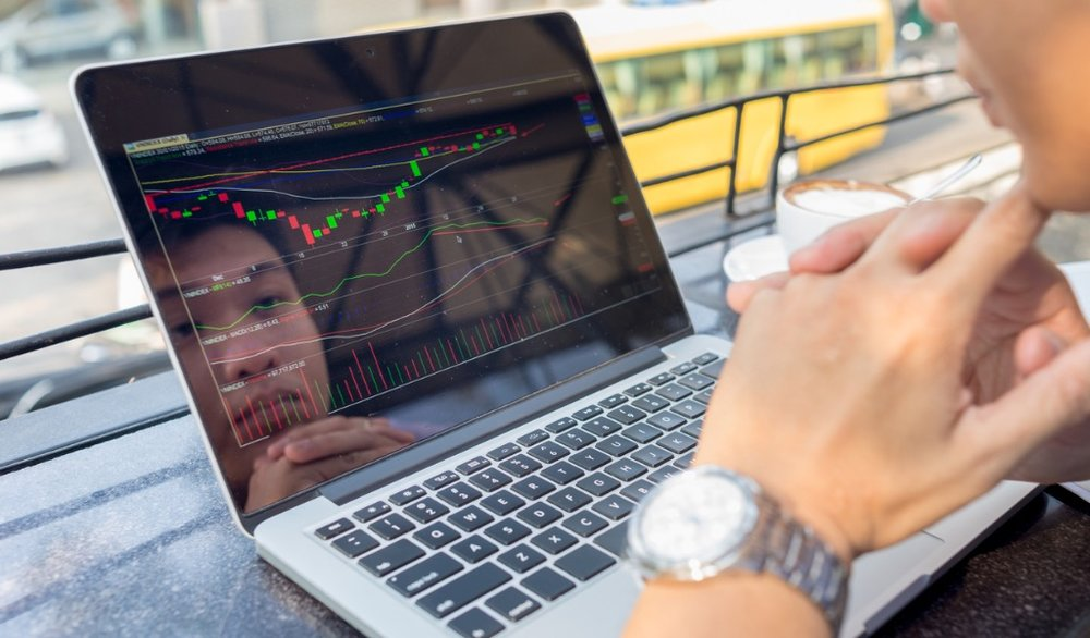 investor-watching-the-change-of-stock-market-on-laptop-picture-id504757474.jpg