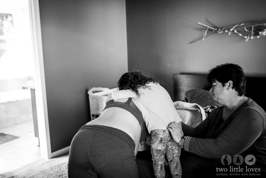 Mom_Labors_At_Home_Warner_Robins_Birth_Photography_Natural_Delivery13.jpg