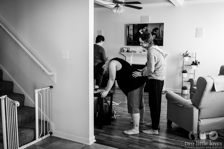 Mom_Labors_At_Home_Warner_Robins_Birth_Photography_Natural_Delivery30.jpg
