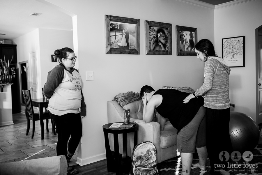 Mom_Labors_At_Home_Warner_Robins_Birth_Photography_Natural_Delivery39.jpg