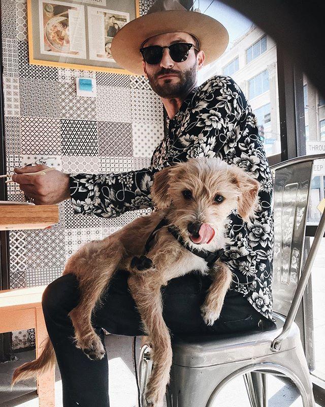 CHARLIE BOY 🐶 nom time at BROKEN MOUTH 😋 gooood boy #brokenmouthdogs