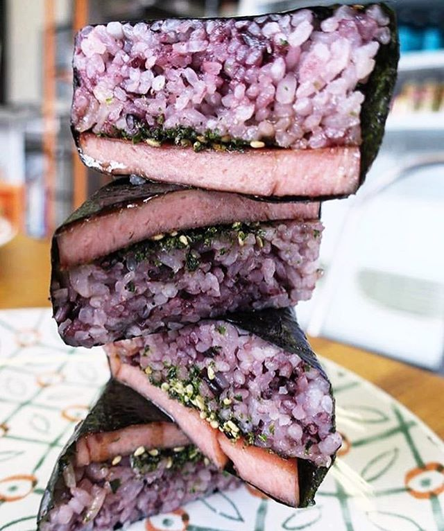 Sunday's Stacked Spam Situation 👅 now that's a mouthful 🤭 | Photo: @dtlawanderer
