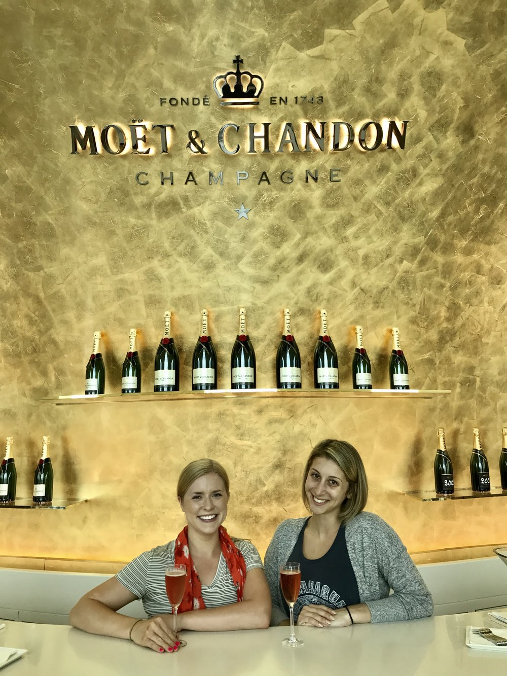 Dubai layover ✔ - ...did I mention the Emirates Business Class lounge has a Moët & Chandon champagne bar?