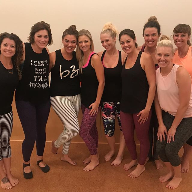 We had so much fun on Monday evening with the incredible ladies @barre3laderaranch. Amber, you have a heart of gold and your whole team is fantastic!! I love everything about what you offer: the body positive vibes, the killer workout, the insanely cool workout clothes, the delicious healthy cookies, the awesome childcare! Mamas, if you are looking for a booty kicking workout and some amazing new friends you have got to join Barre3! And you have to do it asap while their founding member rates are still available! They are SO affordable! Thanks again Amber!! 😘 #thefitmomlife #barre3