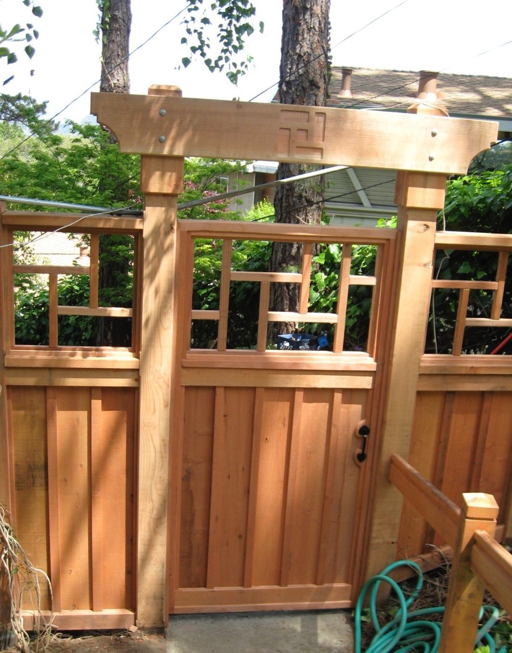 ASIAN DESIGN ARBOR: FENCE