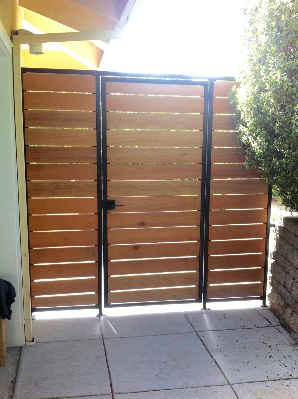 STEEL: IPE HORIZ BOARD GATE