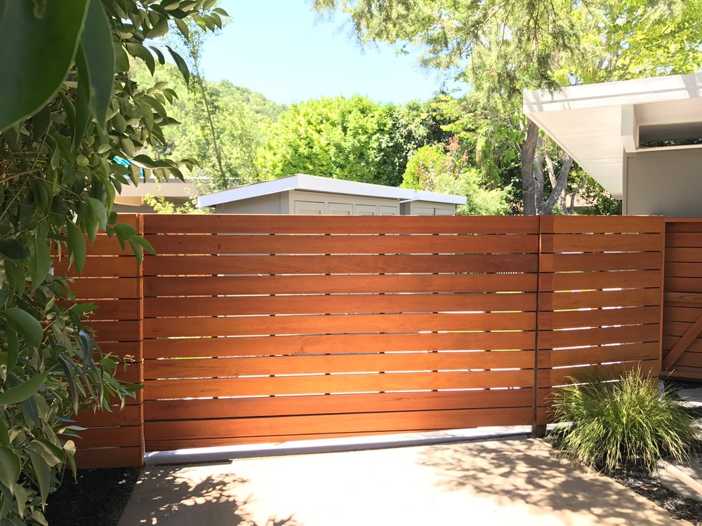 LUCAS VALLEY HORIZONTAL BOARD REDWWOD FENCING + GATE