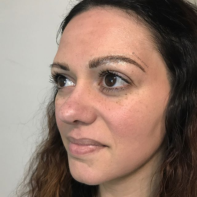 Just loving this AMAZING transformation 😍👏🏻🔥 SWIPE TO SEE AFTER/BEFORE!!! @8ofswordstattoo #microblading #eyebrowtattoo #cosmetictattooing #brooklyn #tattoo
