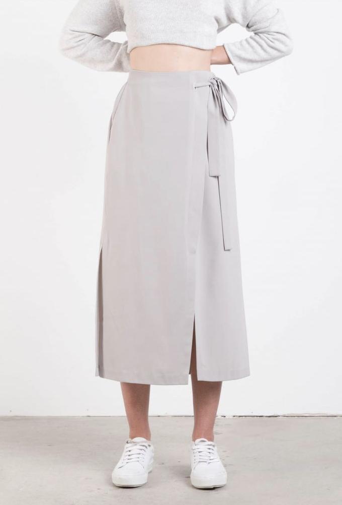 The neutral strolling skirt