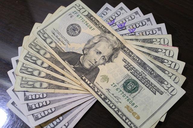 wealth-3186242_640.jpg