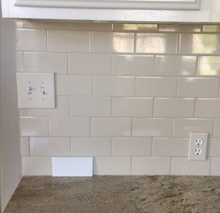 white subway tile backsplash in this kitchen makeover by Julie Warnock interiors