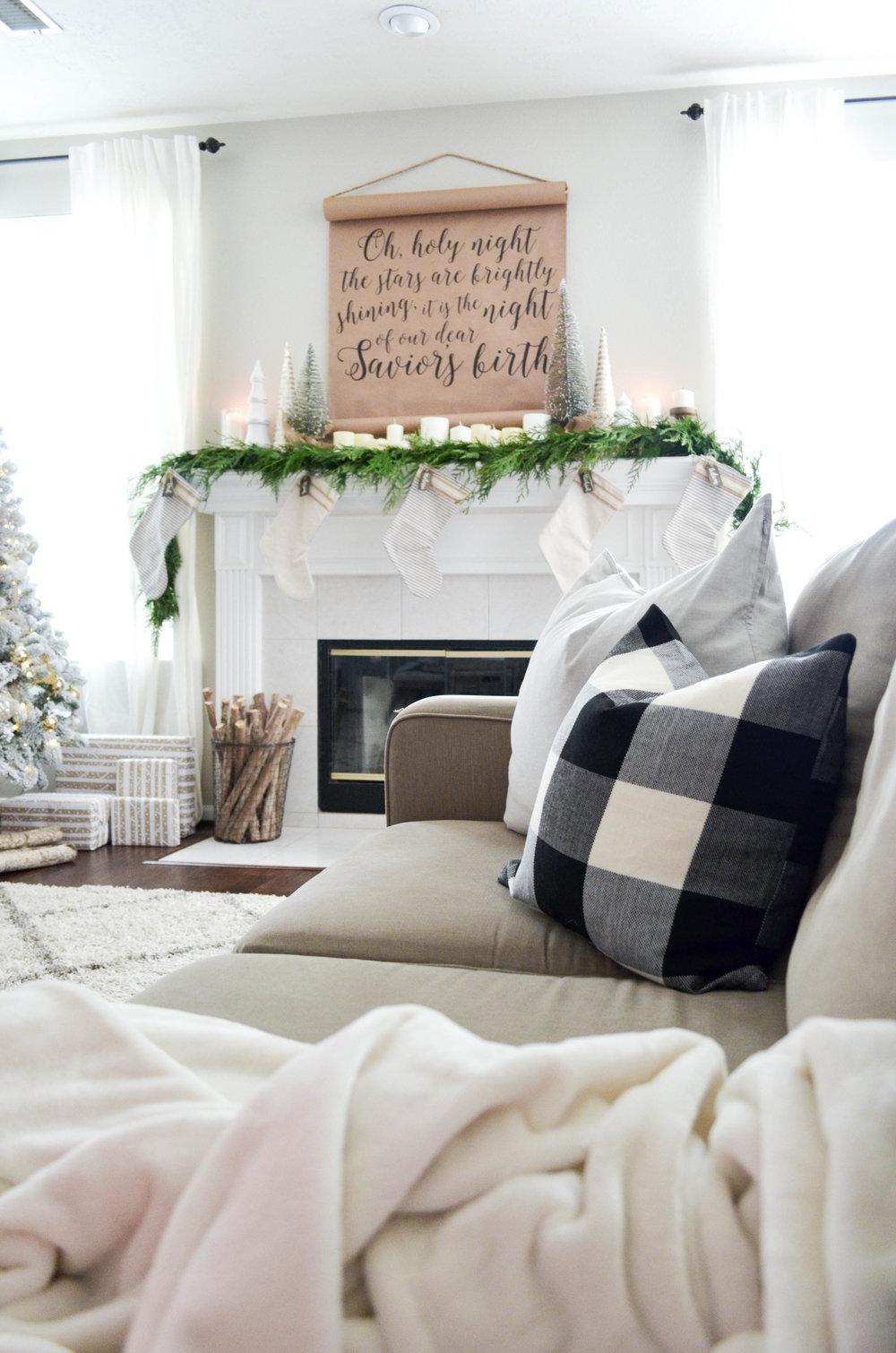 A Simple Farmhouse Christmas Mantel