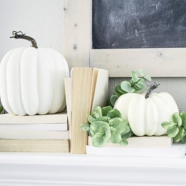 Happy Monday, friends! Throwing it back to my fall mantel from last year for a little #moveitupmonday action. I tried to make a sign for this year's mantel over the weekend, and it was a hilarious fail (if you caught my stories, you know what I'm talking about!). I'm entering hell week at the office today—so many deadlines coming due this week, I'm not sure I'm going to make it out of the week alive. Please send wine and/or cookies!! Prayers also welcome!! 🙏🏻🙏🏻🙏🏻