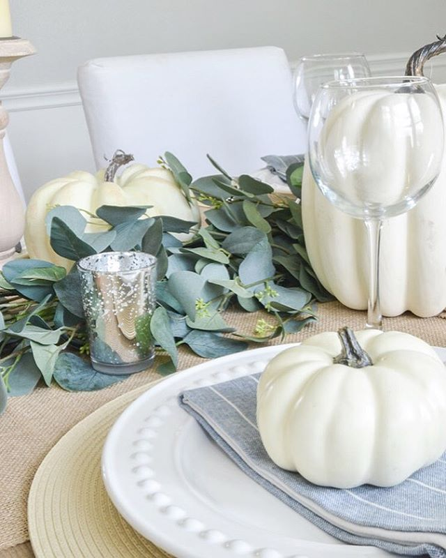 Thanksgiving is 35 days away! Have you started thinking about how you'll set your table or what you'll serve for dinner? Or are you more of a last minute kind of girl? Whether you plan ahead or wait till the last second, my easy fall tablescape is something you can pull together in minutes! Check out the full details on the blog! ••••••••••••••••••••••••••••••••••••• #falldecor #falldecorating #neutralfalldecor #falltablescape #fallingfortablescapes #fallingforyoudecor #modernfarmhouse #neutralfarmhouse #fallhomedecor #farmhouseinspired #fixerupperstyle #whitepumpkins #falldecoratingideas #fallfarmhousedecor #modernfarmhousemonday #modernfarmhouse