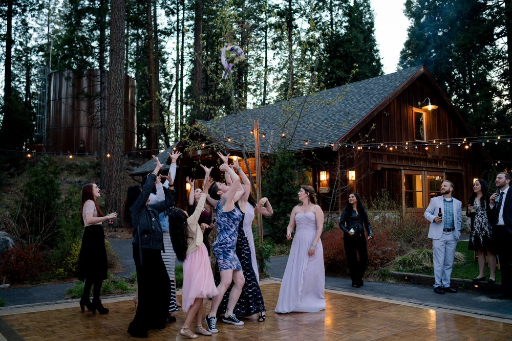 yosemite-evergreen-lodge-wedding-emilychris (82).jpg