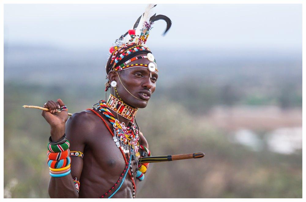 KENYA - Das unbekannte Paradies - Kenya ist eines der vielfältigsten Länder Afrikas und bietet eine beeindruckende Vielzahl an Tierarten und atemberaumbender Landschaften. Seit Langem ist dieses Land daher bereits Ziel für Afrikareisende, doch wir zeigen Ihnen die Schönheit Kenyas von einer ganz neuen Seite. Abseits der bekannten Tourismusrouten warten authentische Safari-Erlebnisse mit unvergesslichen Erlebnissen auf Sie: Die Einzigartigkeit Kenyas zeigt sich in den Landschaften, der Tierwelt und den Begegnungen mit den Einwohnern. Auf unseren Reisen in dieses aufregende Land verbinden wir spannende Entdeckungstouren und Erholung - an einem der Strände oder in den ausgesprochen komfortablen Lodges - und lassen Ihre Zeit vor Ort zu einem ganz besonderen Erlebnis werden.