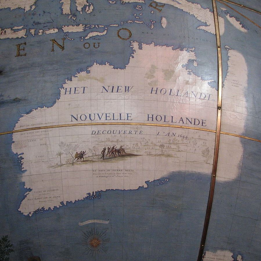 1280px-Globe_Coronelli_Map_of_New_Holland.jpg