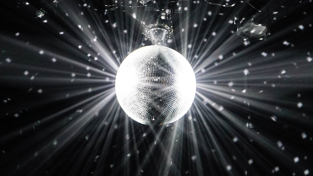 Disco Party - May 11th, 2019 7:00-8:30PM Silent Disco on a Boat!Come dance during sunset and into the night with our silent disco dance party on the water! We provide the headphones & cocktail prizes to best disco dancer.