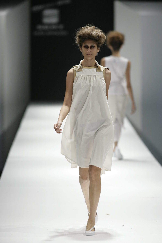 Lara_Torres_2007_MIMESIS_I_desfile04.JPG