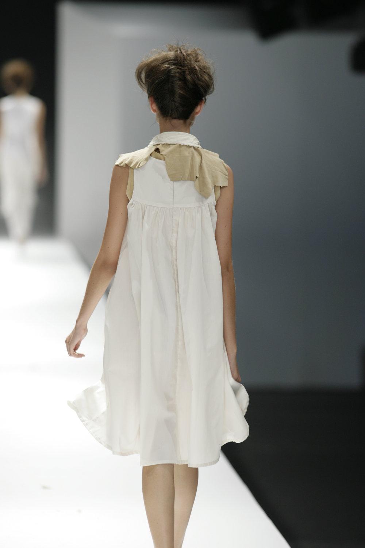 Lara_Torres_2007_MIMESIS_I_desfile06.JPG