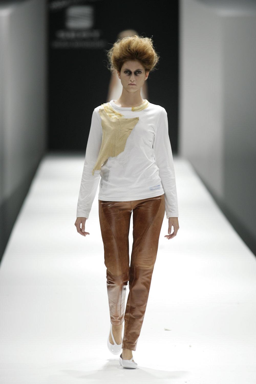 Lara_Torres_2007_MIMESIS_I_desfile08.JPG