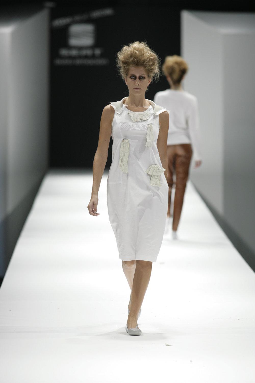 Lara_Torres_2007_MIMESIS_I_desfile10.JPG