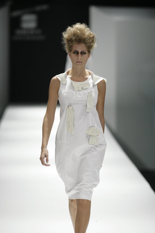 Lara_Torres_2007_MIMESIS_I_desfile11.JPG