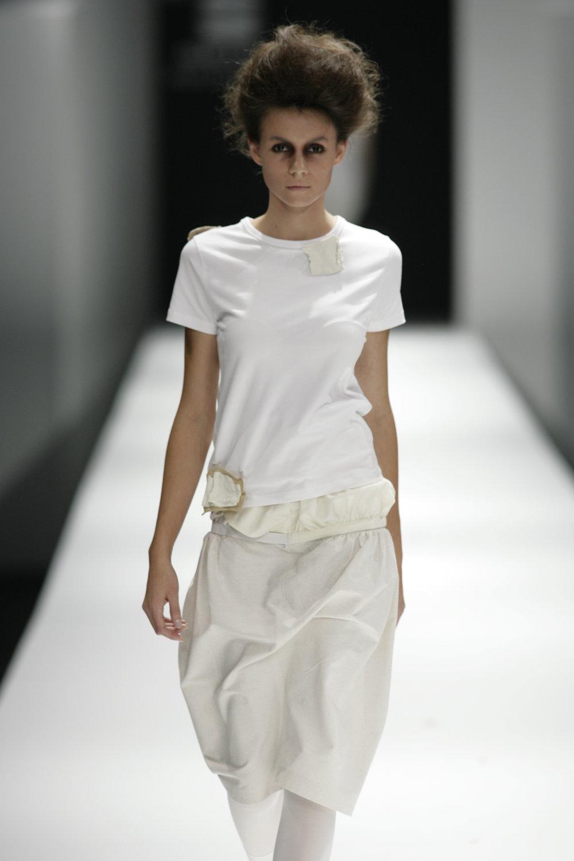 Lara_Torres_2007_MIMESIS_I_desfile15.JPG