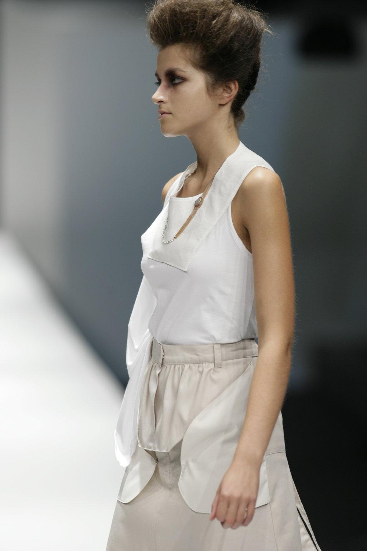 Lara_Torres_2007_MIMESIS_I_desfile29.JPG