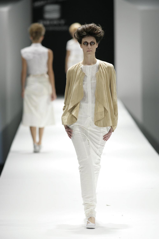 Lara_Torres_2007_MIMESIS_I_desfile35.JPG